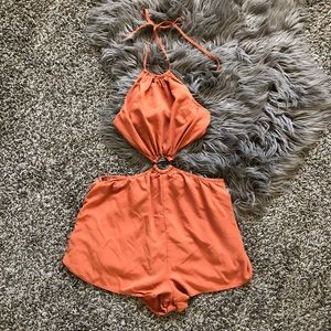 🏖 Burnt orange halter romper